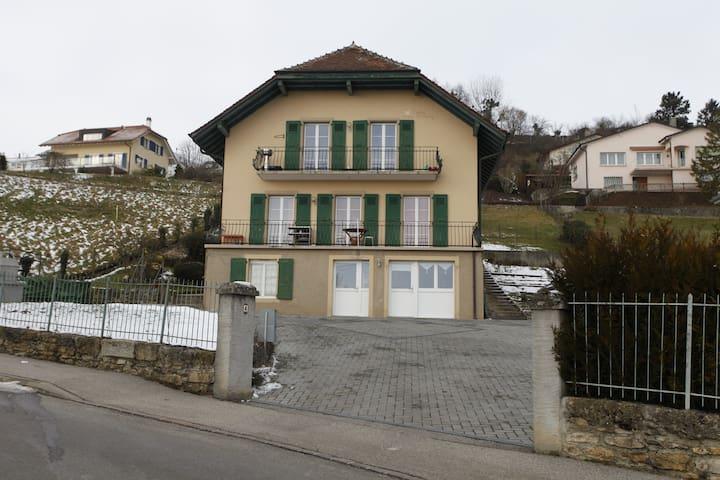 20 min:Lausanne/Neuchâtel - Grandson - Oda + Kahvaltı