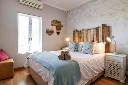 Modern Shabby Chic 2 bedroom apartment - Cape Town