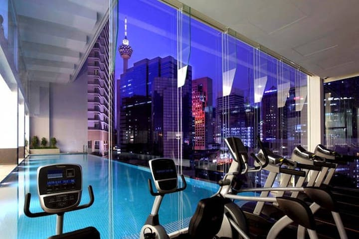 Gym and infinity pool side by side
