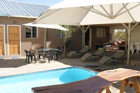 Daniel`s Guesthouse, Apartments und Zimmer - Windhoek