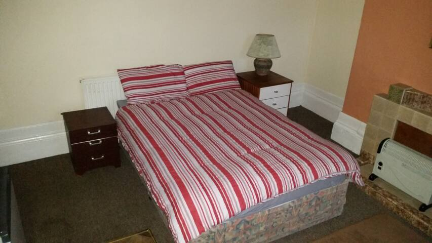 Double room 10m walk from the University