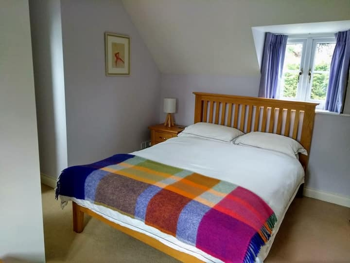 Comfortable double ensuite in North Cotswolds