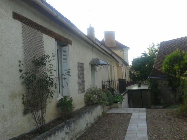 Maison 1900 dans village historique - Villedieu-le-Château - Dům