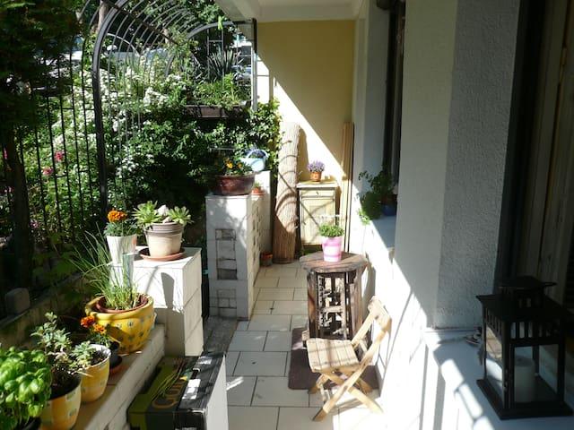 artistic spirit flat, close to center - Bratislava - Appartement