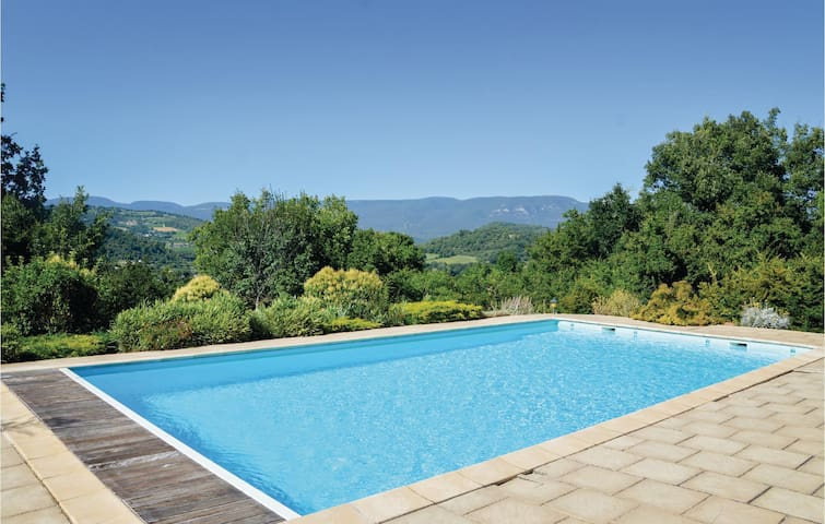 Holiday apartment with 2 bedrooms on 70m² in Saignon