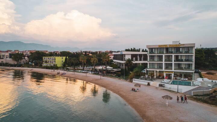Hotel Kaneo - Triple Room w Sea View & Breakfast 1