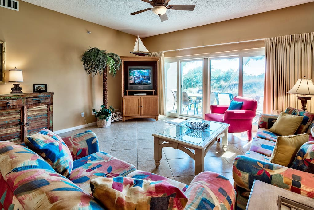 Entertainment Center,Indoors,Room,Couch,Furniture