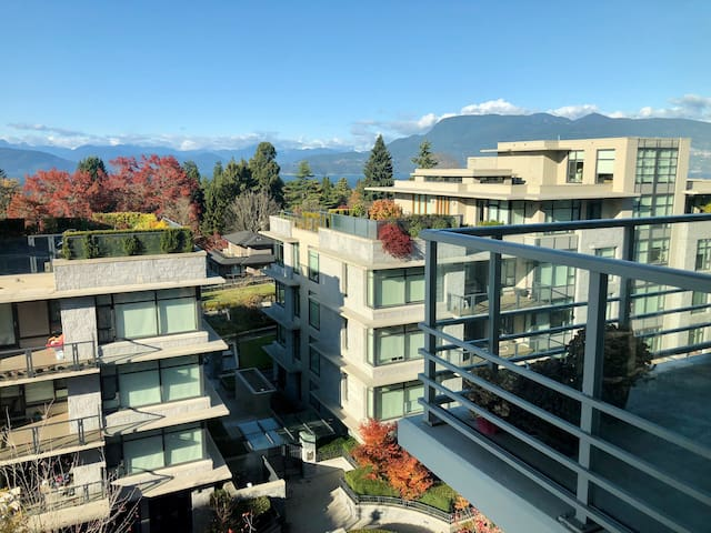 Gorgeous Ocean-view apartment in UBC