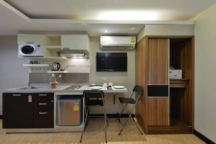 Modern Studio Room w/Kitchenette at Phromphong BTS