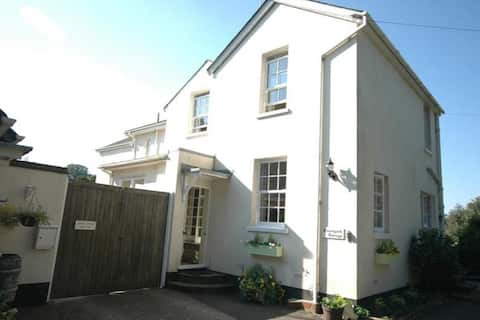 Courtyard Cottage Lyminster Road  BN177QF