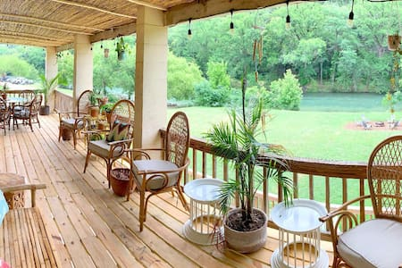 ★ River Road Bungalow - Guadalupe River Front