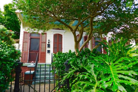 Beautiful Private Studio Apt with parking, - New Orleans - Apartment