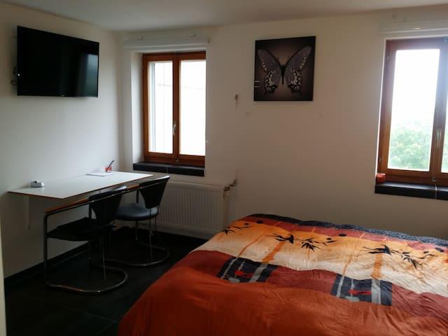 Chambre tout confort dans charmant village - Sommentier - Hus