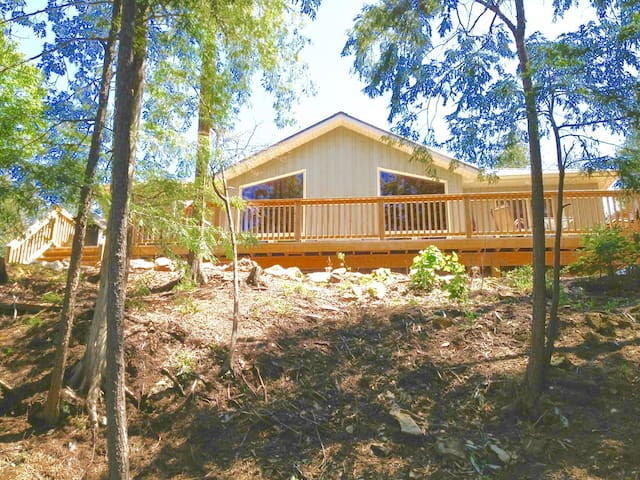 Cottage Escape on the water west facing 3BDRM - Havelock