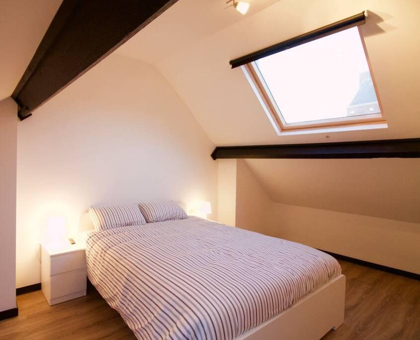 chambre lumineuse place du jeu de balle maisons louer bruxelles bruxelles belgique. Black Bedroom Furniture Sets. Home Design Ideas