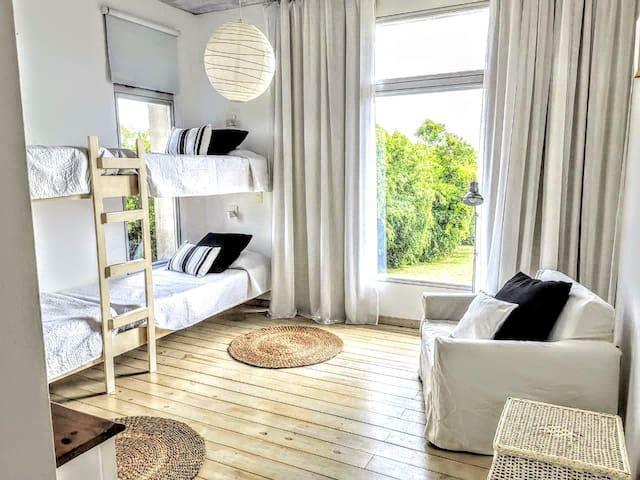 4 beds room in suite  Cuarto de 4 camas cuchetas en suite.