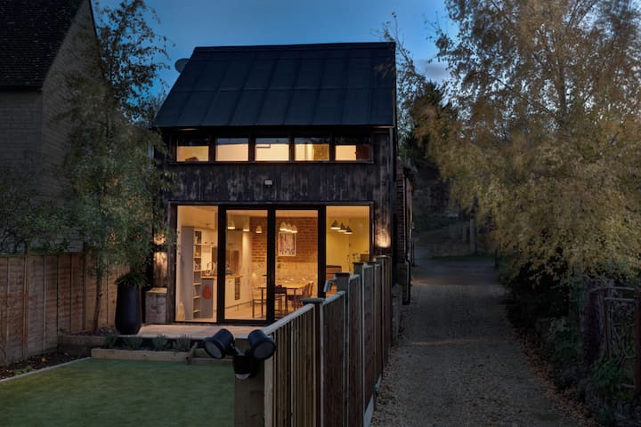 The Blacksmith's Shop - our modern Cotswolds cabin