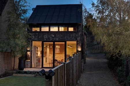 The Blacksmith's Shop, a modern Cotswolds cabin.