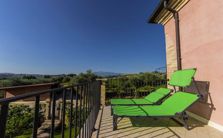 Un terrazzo tra colline mare e montagna abruzzesi - Rosario - Holiday home