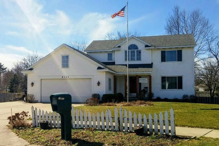 DutchDame B&B Whole House 3 bdrm 2 bth Plus More - Grandville - Hus