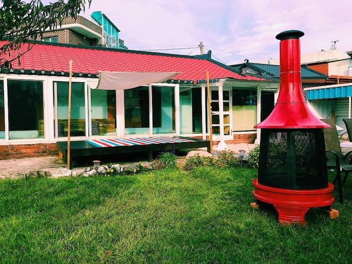 1분거리의 사천해변. 아늑한 정원에서 즐기는 불멍타임.텃밭체험.따뜻한 감성숙소 보리하우스