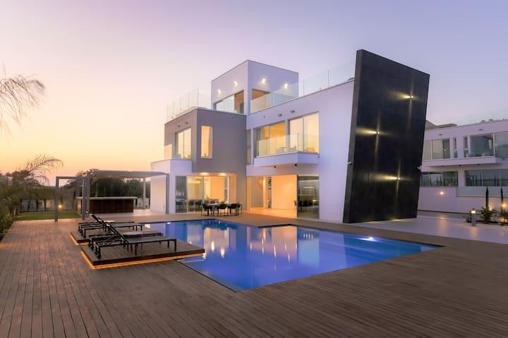 Cove 3 Bedroom Seaview Villa 3