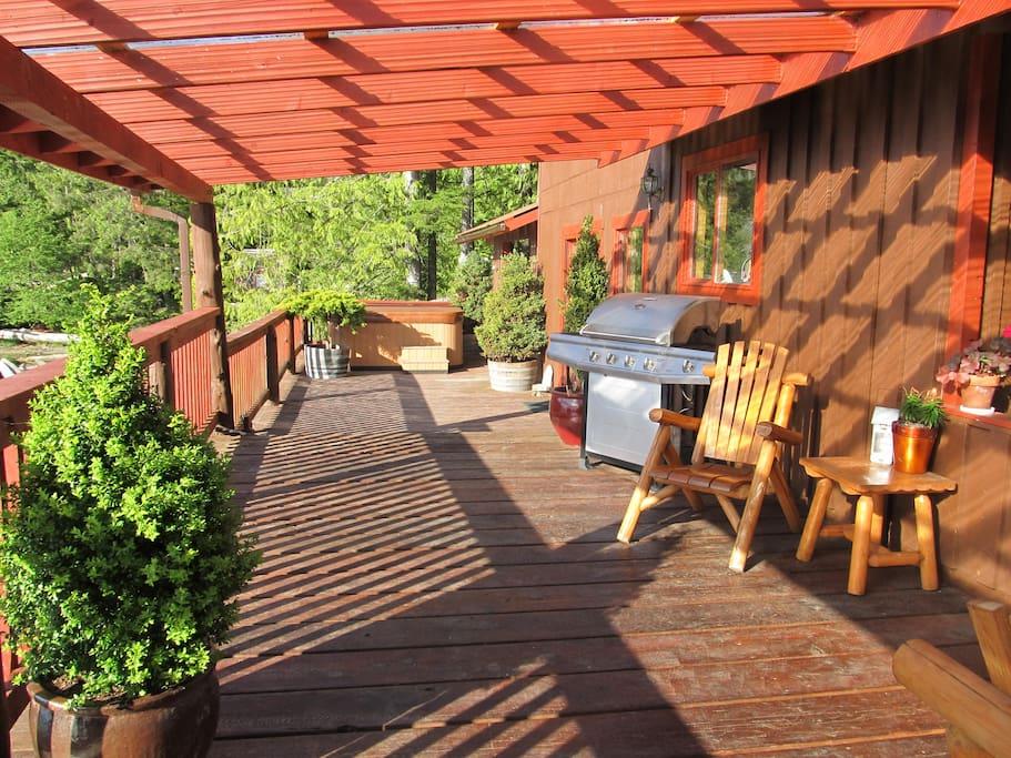 Westward facing deck to enjoy the long summer sunsets.
