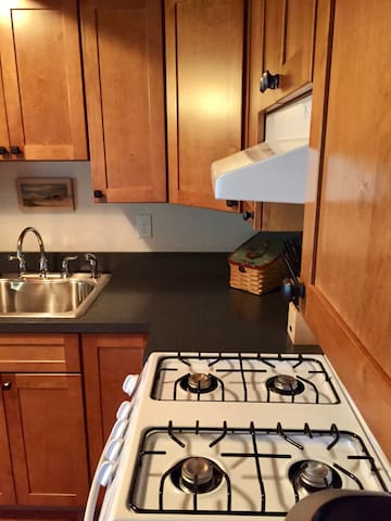 Kitchen w/hood vented gas stove & oven