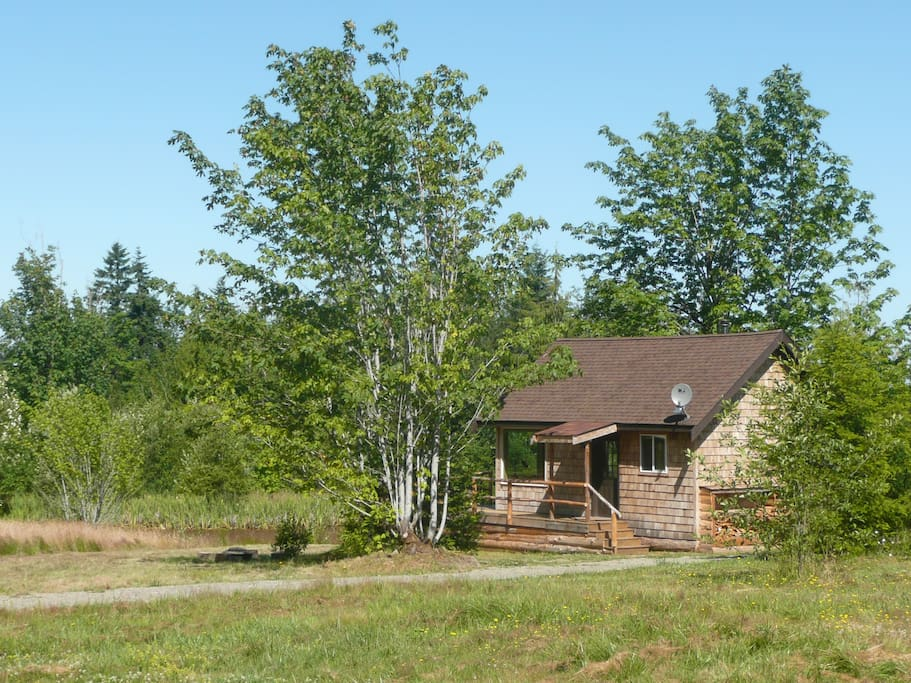 The Pond Cottage! Paradise with convenient access to the Olympic Peninsula's best!