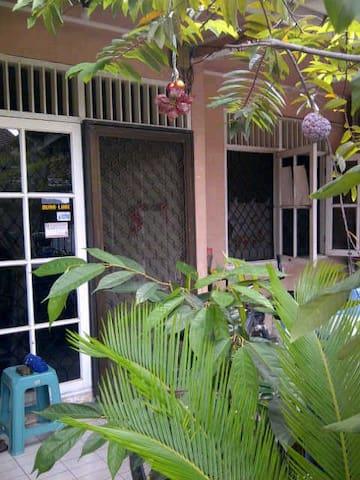 HAPPY HOME - CITRA GARDEN - Yakarta - Casa
