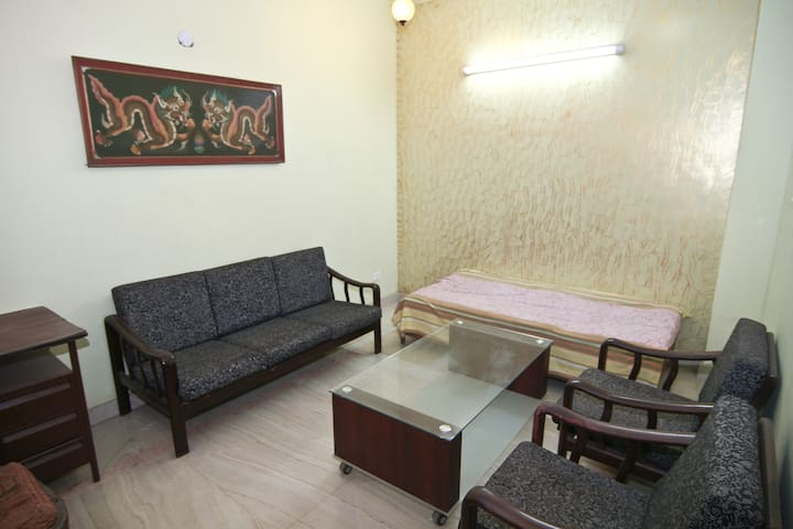 A nice room in Greater Noida for girls!!!
