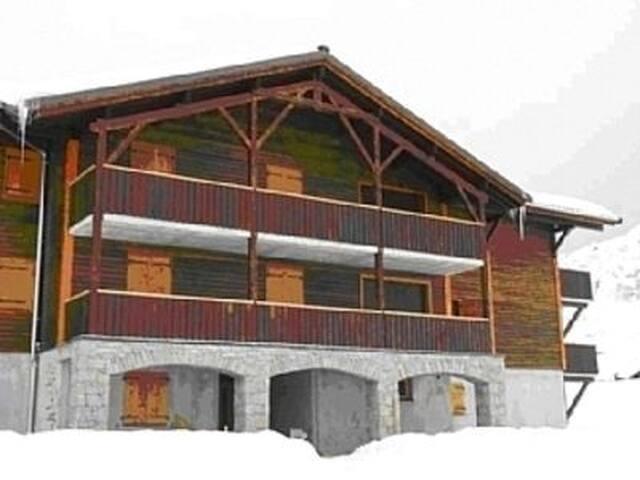 Ski Apartment in Praz de Lys, 40km From Geneva
