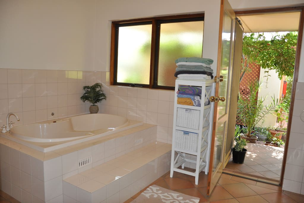 Large spa bathroom with access to the  pergola shaded back yard