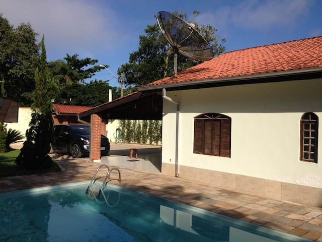 Condomínio Costa do Sol em Guaratuba, Bertioga-SP