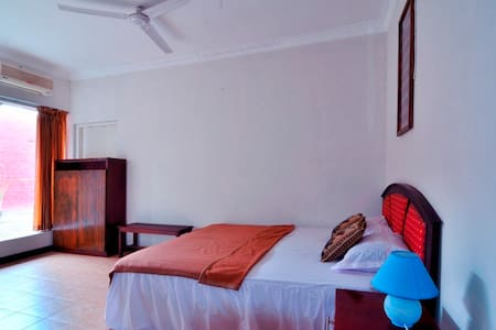 Lombok Guest House Medium Room #6 - Bed & Breakfast