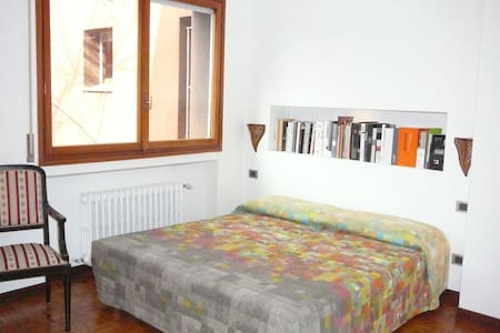 BRIGHT ROOM W/BATH NEAR METRO  - Milan