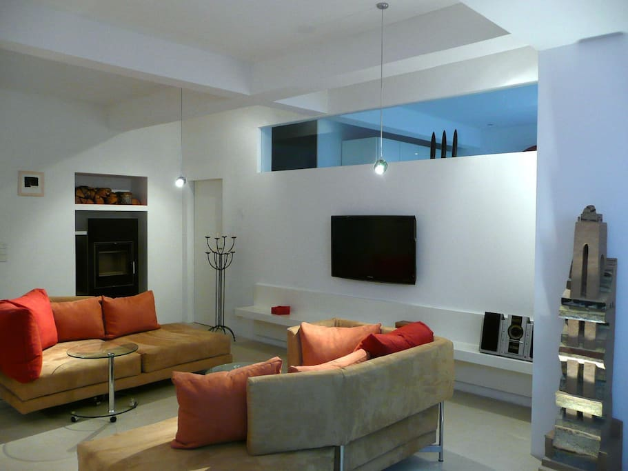 lounge beds, fireplace and media