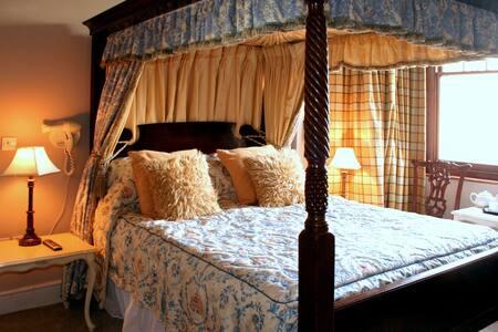 En-suite double room near Heathrow - Feltham