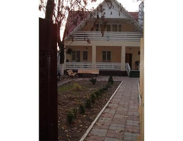 Cozy and comfortable townhouse in a green area - Kiev - Complexo de Casas