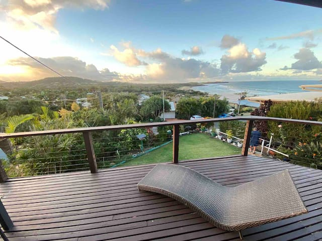 Emerald Beach House - stunning views with soul