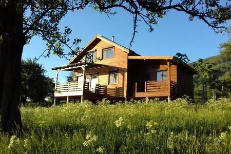 """Cozy Mountain Residence """"V.L.A.D."""""""