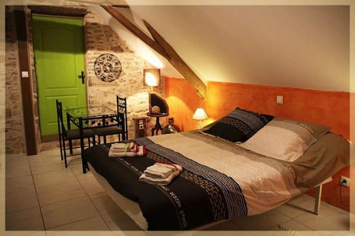 Les Nuits Safranées  chambre Crocus - Daumeray