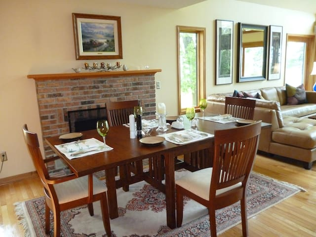 Kinsail on the Lake Bed and Breakfast, Wilson, NY - Burt - Bed & Breakfast