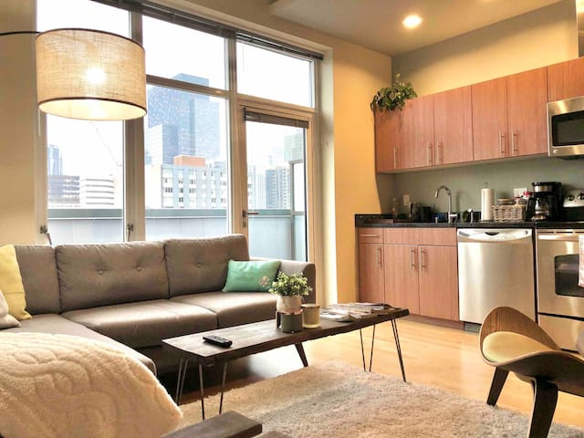 Cozy Belltown Quarters w/ Balcony and Water Views
