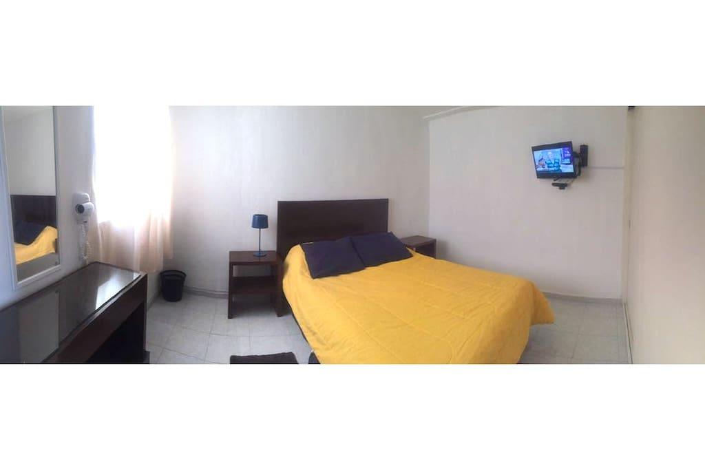 Recamara, tv, bedroom.