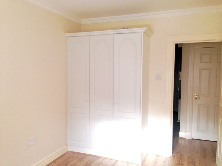 Fitted wardrobe - great storage space