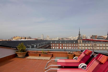 Ático con terraza Plaza Mayor - Madrid - Appartement