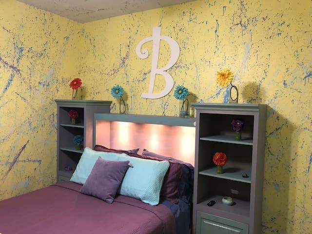 Splatter B Room Private Entrance Private Bath
