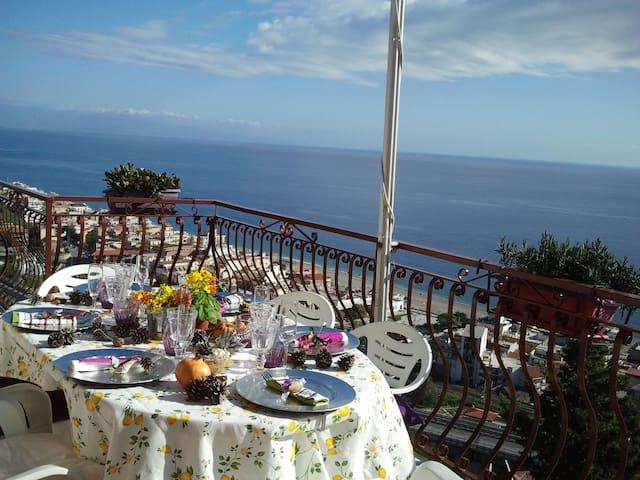 CasaLunaRomantica, overlooking Taormina Coast