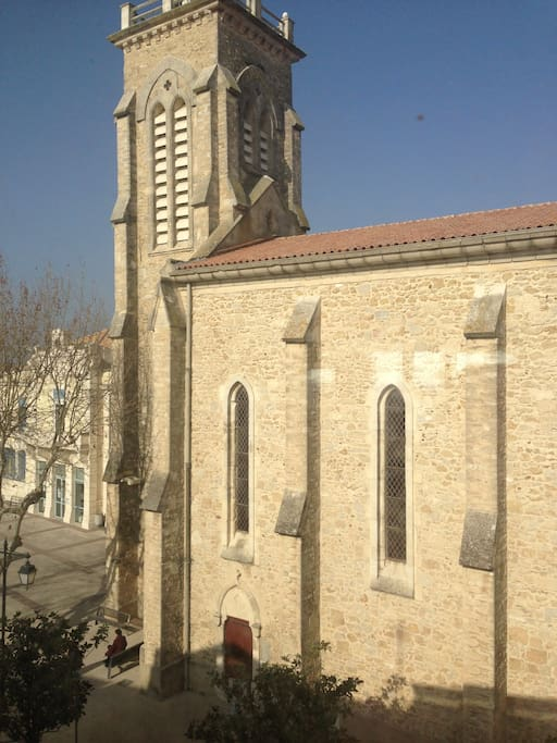 Vue du balcon sur l'Eglise du village de Pérols